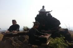 Nikmatnya Terapi Kecapi di Kesejukan Gunung Ciremai