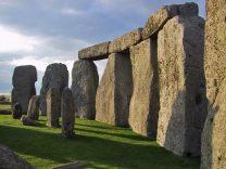 Stonehenge, Merlin, dan Legenda Naga